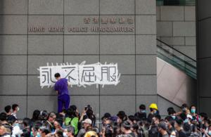 畫家6.21涉包圍警總案被控九罪 還押13個月10月19日判決