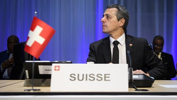 2020年8月2日,瑞士外長卡西斯(Ignazio Cassis)向瑞士媒體表示:中共已背離改革之路,侵犯人權狀況越加嚴重。香港「國安法」也危及在港瑞企,如中共執意繼續,西方國家將更加做出果斷回應。(卡西斯面書官方帳號)