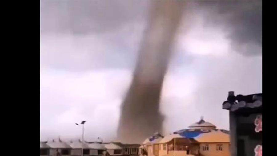 內蒙古草原突遇龍捲風 150頂蒙古包被夷為平地