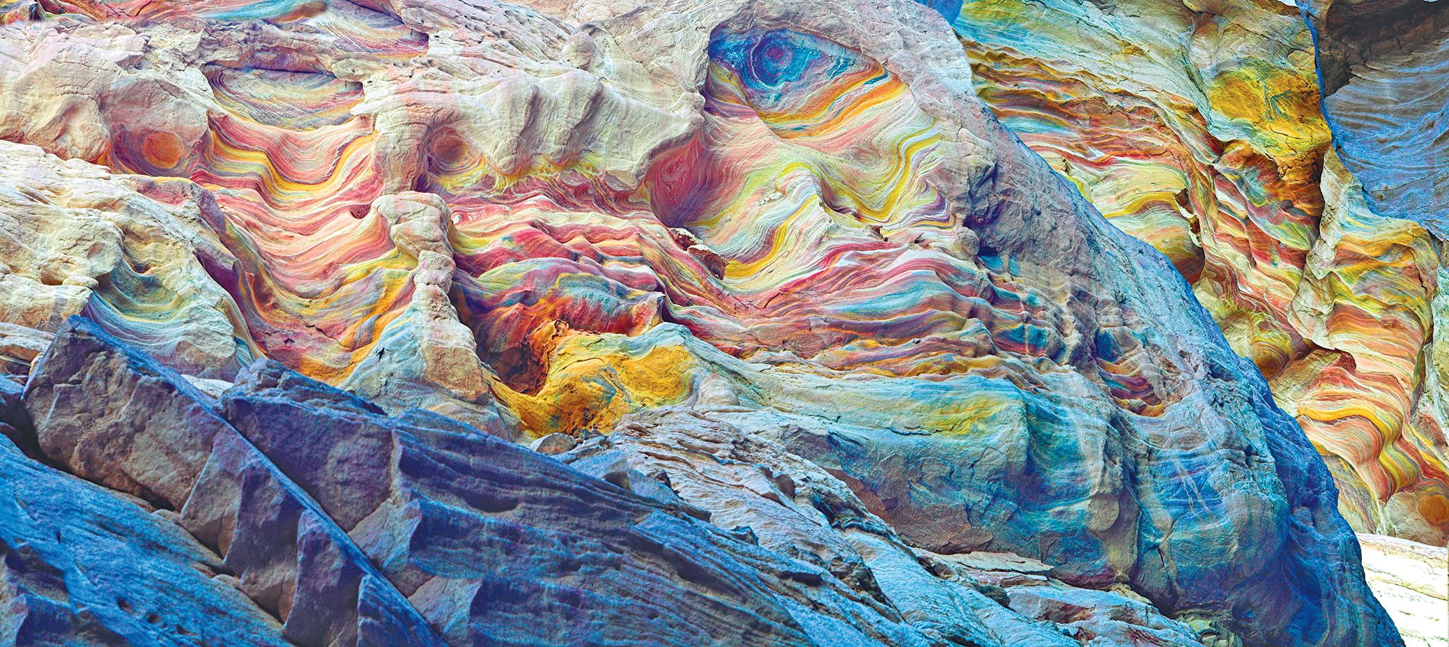 岩石富有天然多層次色彩和條紋。