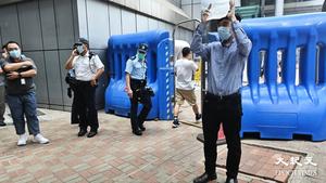 【圖片新聞】壹傳媒創辦人黎智英等9人被捕 「Lunch 哥」一人警總靜默抗議