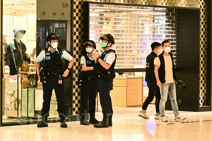 【組圖】警方進入沙田新城市廣場搜查市民