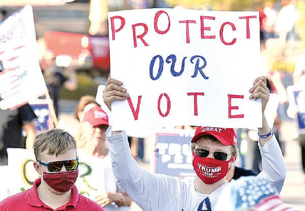 █ 內華達州的拉斯維加斯選民反對以郵遞方式投 票,稱容易舞弊。(Ethan Miller/Getty Images)