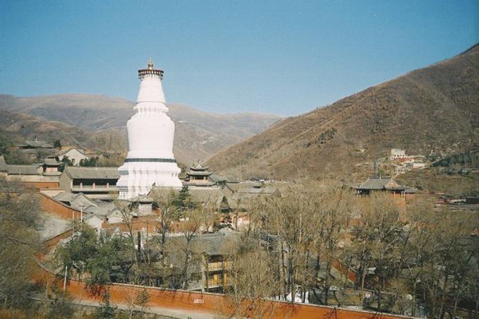 五台山是神佛聖地,一段發生在這裏的「1987年中國文壇大事」,喚醒中華兒女敬天信神的記憶。(維基百科)