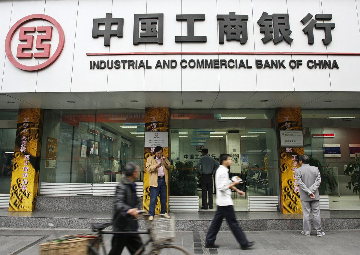 中國銀行業的逾期放款危機已蔓延到相對穩定的大型商業銀行。圖為某中國銀行(LIU JIN/AFP/Getty Images)