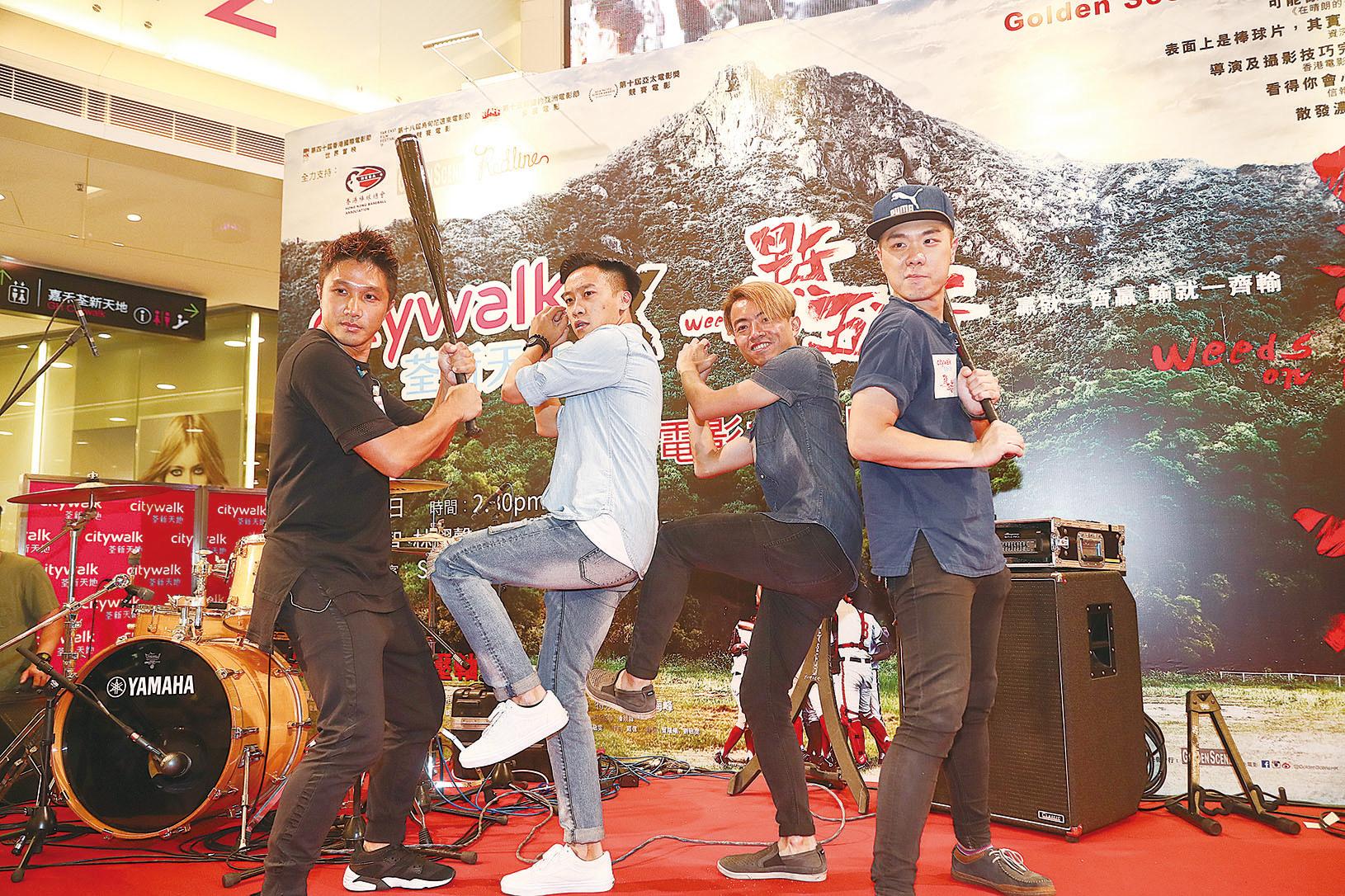 電影《點五步》劇組昨日現身荃灣,為電影公映啟動宣傳。(余鋼/大紀元)