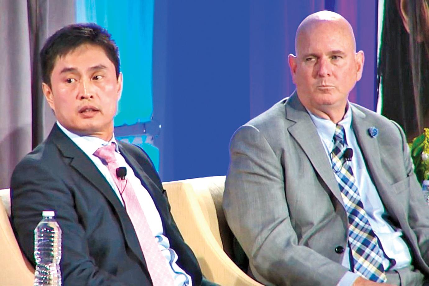2019年,孟宇(左)與CalSTRS的投資長Ailman參與論壇。(CalPERS)