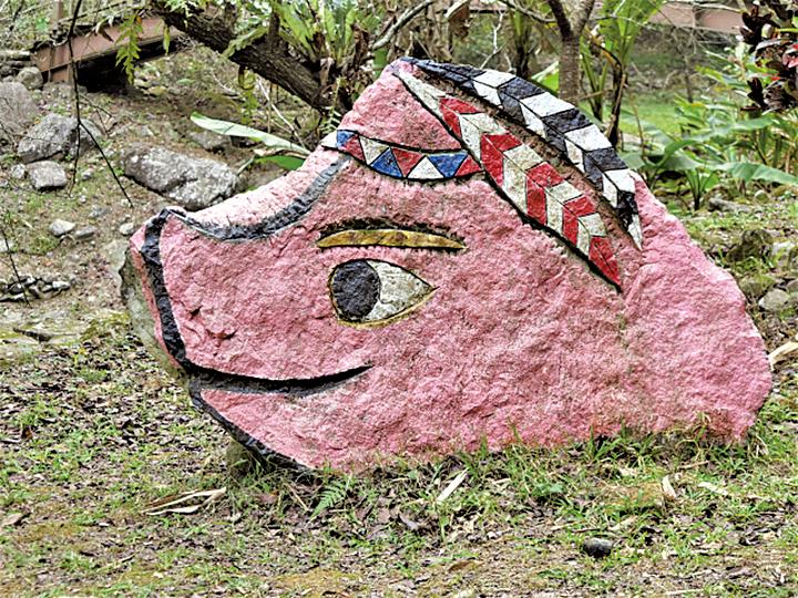 來吉部落裏設置了上千處山豬意象,營造處處有山豬的山豬部落氣氛。