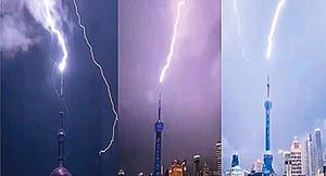 上海東方明珠被電擊 雨夜瞬間變白晝