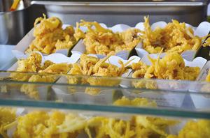 大啖炸雞 塑膠袋裝熱食 小心吃出子宮內膜癌