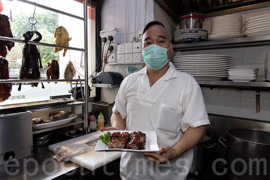 大圍小館深受食客愛戴的「第一叉」,由前米芝蓮一星燒味主廚製作。(陳仲明/大紀元)