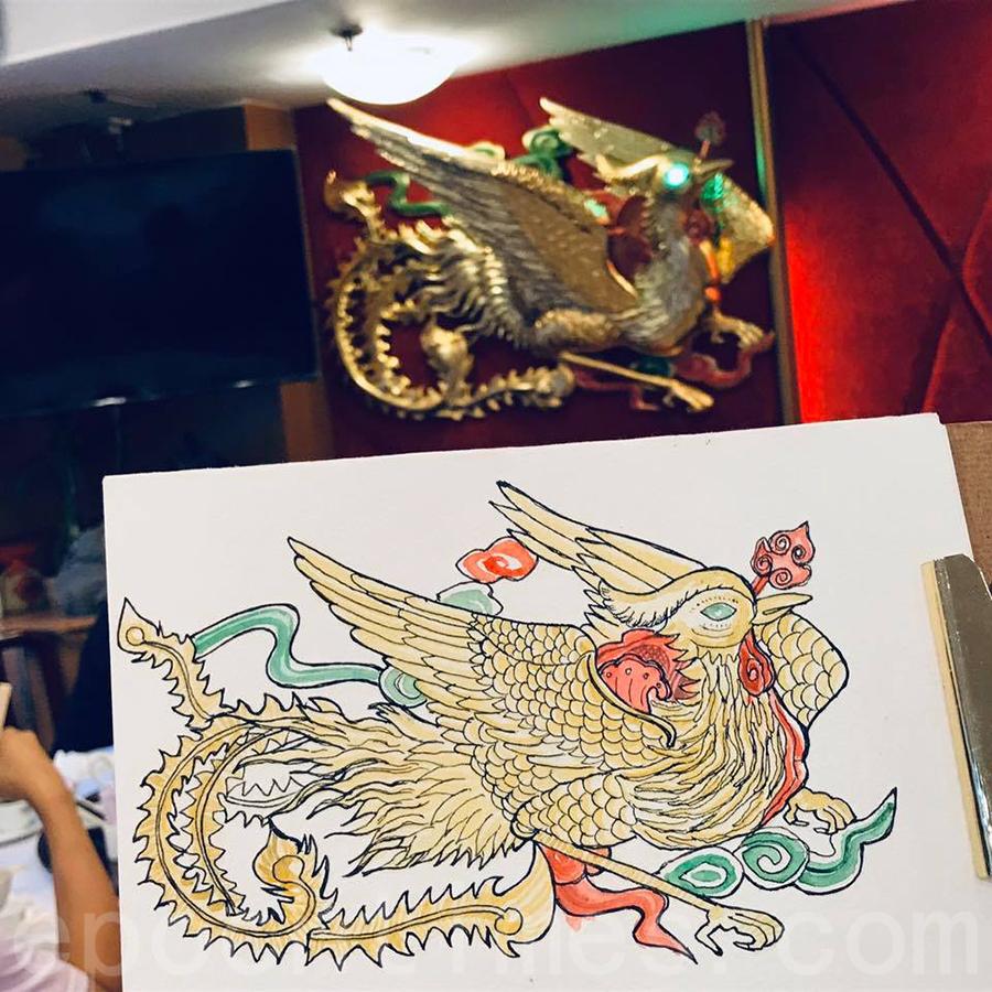太子鳳城酒家經典裝飾——鳳,Alison趕在去年12月底餐廳結業前完成這一作品。(受訪者提供)