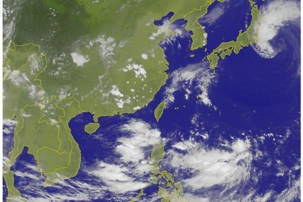 西北太平洋現兩熱低壓 不排除發展為颱風