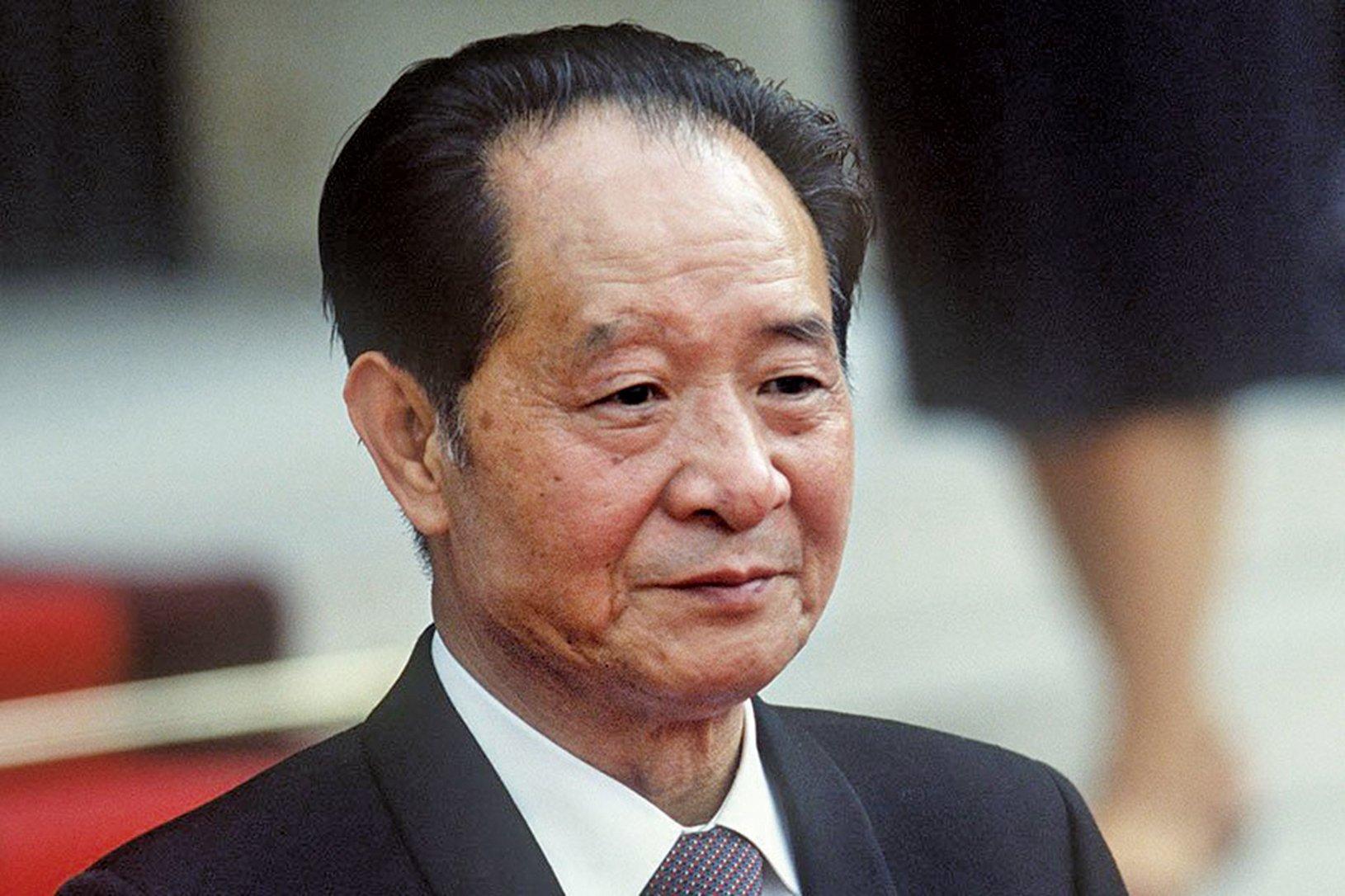 胡耀邦(如圖)提出「西藏六條」遭以王震、鄧力群為代表的大漢族主義舊勢力在中央發難,攻擊中央對西藏、新疆的新政策。(PASCAL GEORGE/AFP/Getty Images)