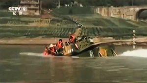 中共兩棲裝甲車下水測試 一頭扎進長江沉沒