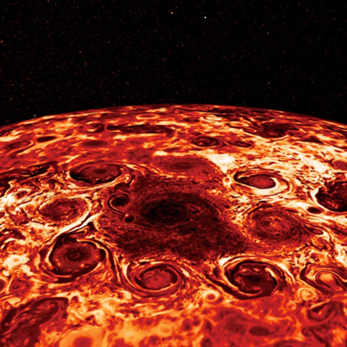 這幅合成圖是是基於木星北極地區的紅外圖像,由NASA的朱諾號探測器木星紅外極光測繪儀(JIRAM)於2017年2月2日捕捉到的木星北極的中央氣旋和其環繞的8個氣旋所衍生的。(NASA)