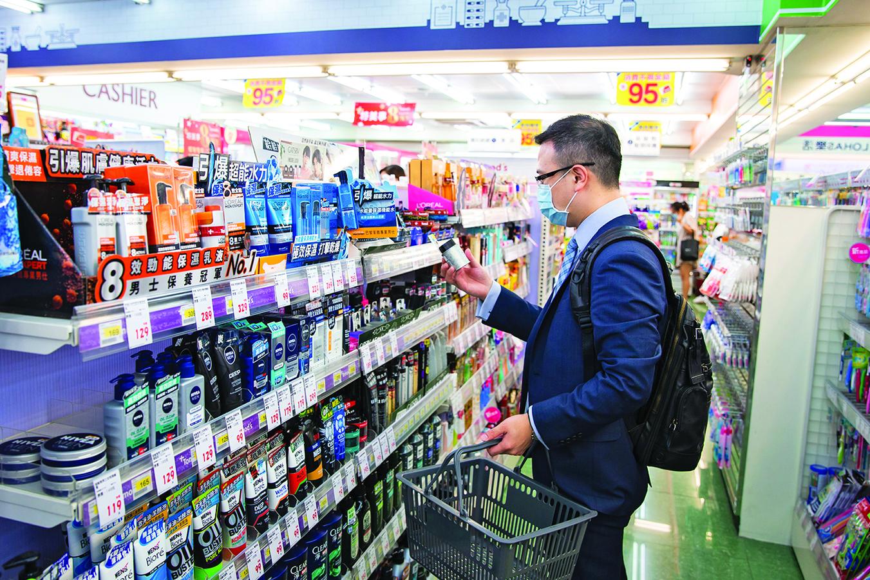 忙碌的男性也要照顧好自己,選購適合自己的保養或清潔產品。