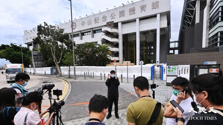 【圖片新聞】香港人和你lunch  「Lunch哥」隻身堅持向政府抗議