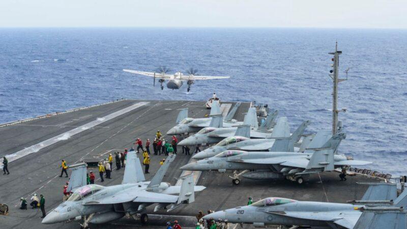 美國 「列根號」航母戰鬥群,於14日重返南海進行演習。圖為2017年11月11日「列根號」航母戰鬥群在菲律賓海進行軍演。(Mass Communication Specialist 3rd Class Eduardo OteroU.S. Navy via Getty Images)