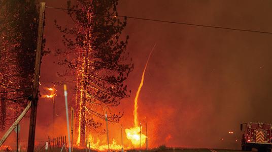 南北加州遭遇極度高溫和密集雷暴等極端天氣,甚至出現火龍捲等現象。(AFP)
