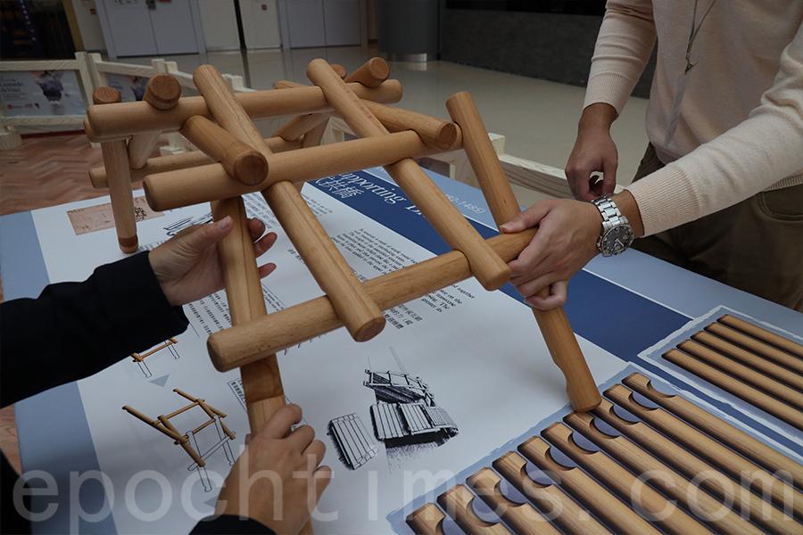 達文西手稿中的自承式拱橋,供軍事上使用,其砌橋原理源於中國的榫卯接合方式,並不需要任何固定裝置或互鎖系統。(陳仲明/大紀元)