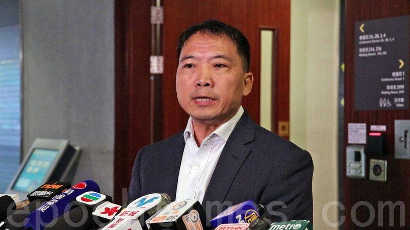 民主黨黨魁胡志偉表示,留任議會是「兩害取其輕」。(大紀元資料圖片)