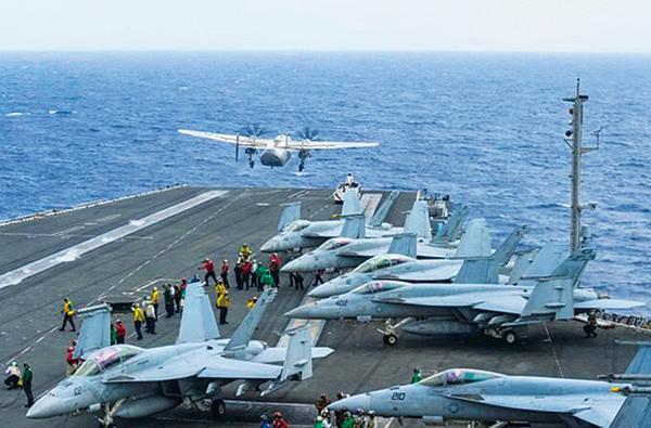 美國「列根號」航母戰鬥群,於14日重返南海進行演習。圖為2017年11月11日「列根號」航母戰鬥群在菲律賓海進行軍演。(U.S. Navy via Getty Images)