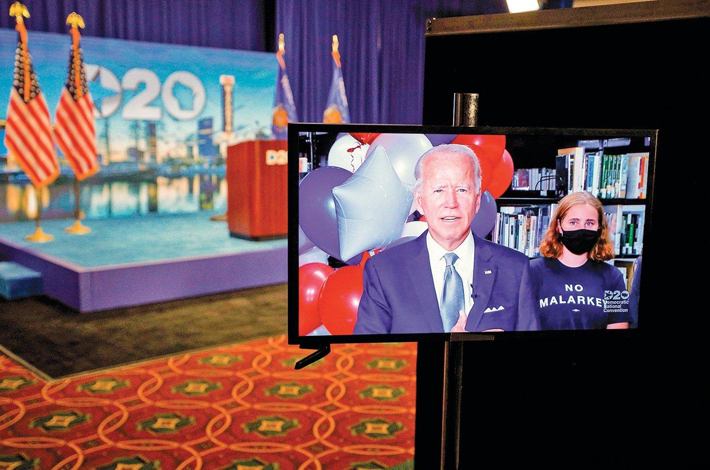 拜登正式成為民主黨總統候選人。圖為他聽到投票結果後的反應。(Getty Images)