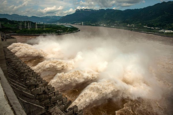 長江五號洪水過境重慶 朝天門門洞被淹沒