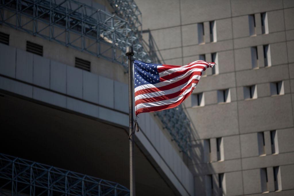 控方在19日向法庭提交了反對「港產雙面諜」馬玉清獲得保釋的理由及證據。圖為美國司法部大樓。(David McNew/Getty Images)