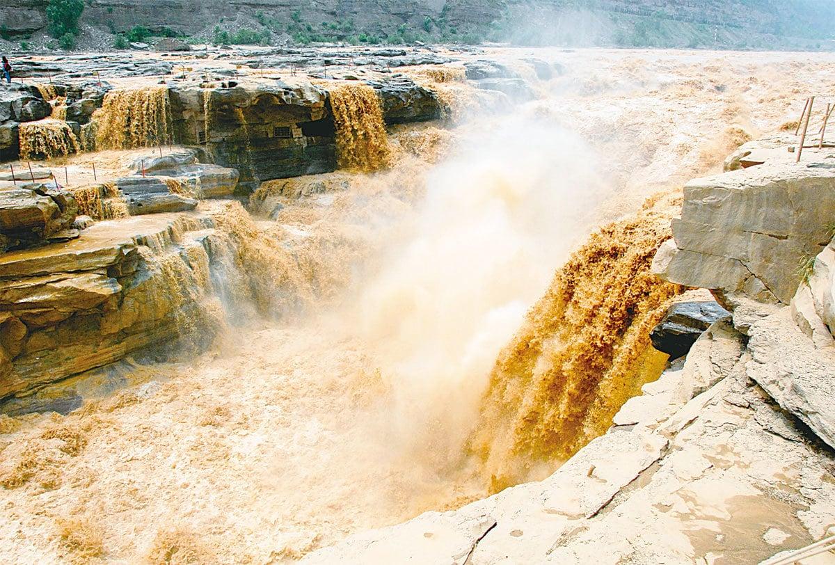 黃河在歷史上曾多次發生改道,其中4千年前的那次與大禹治水的傳說不謀而合。(維基百科)