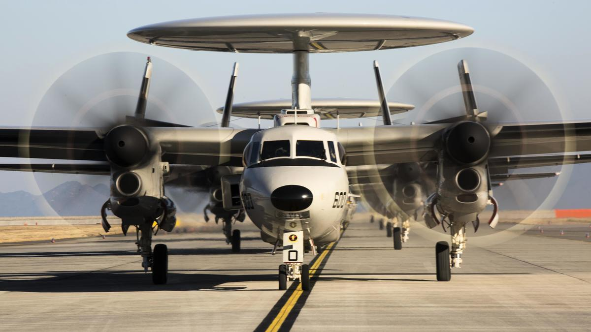 台灣國防部8月21日證實,美方2020年1月已同意將台現役6架空中預警機升級為E-2D AHE先進鷹眼預警機的軍售案。圖為E-2D預警機。(公有領域)
