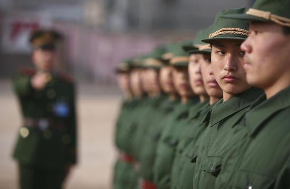 近日,中共東部戰區駐福建某部隊開展「三信一書」活動,要求參戰士兵寫信給家人告別,上書請戰。(China Photos/Getty Images)