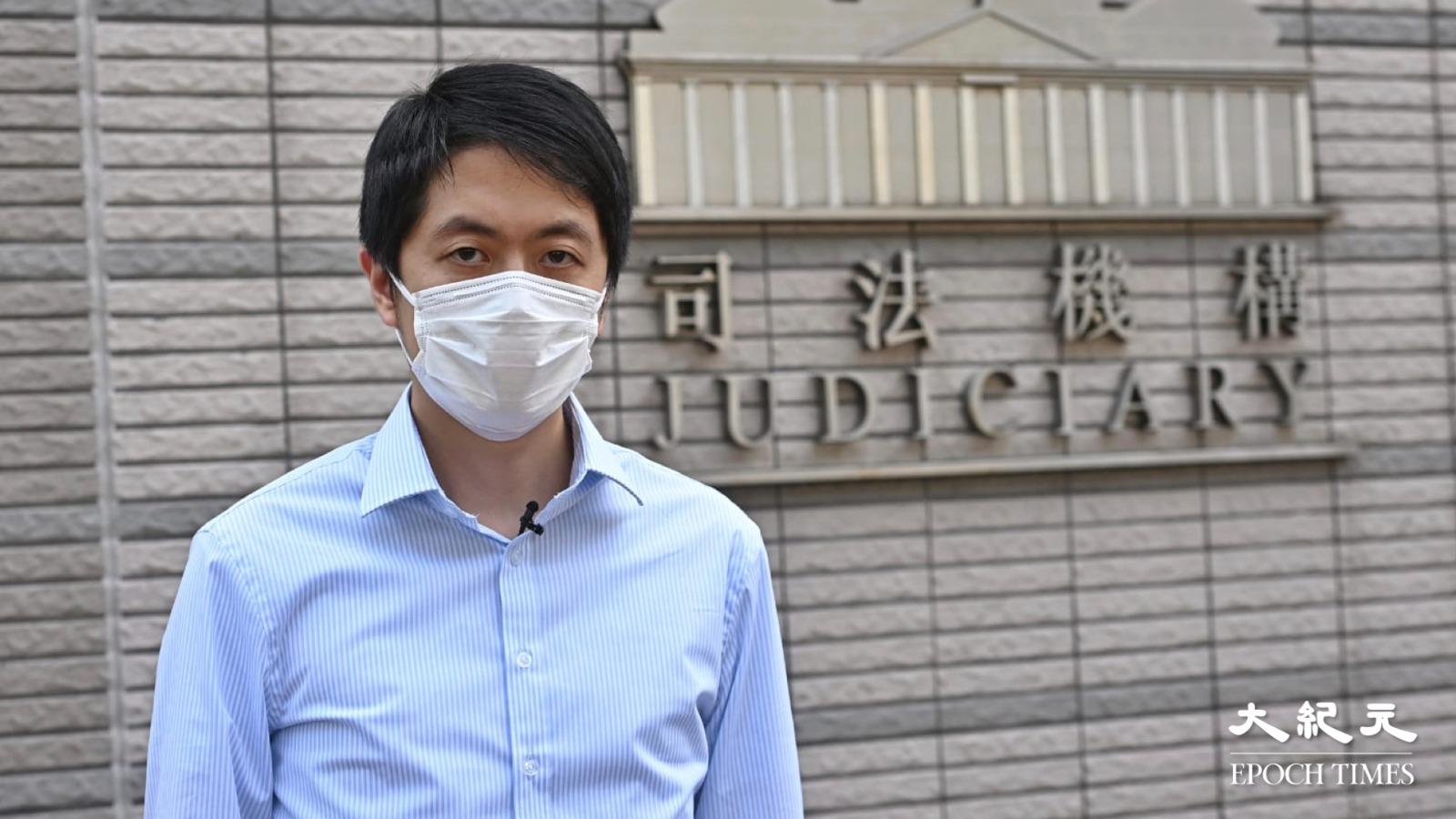 8月24日,許智峯私人檢控深水埗的士司機涉嫌撞人案,在西九龍裁判法院處理。(宋碧龍/大紀元)