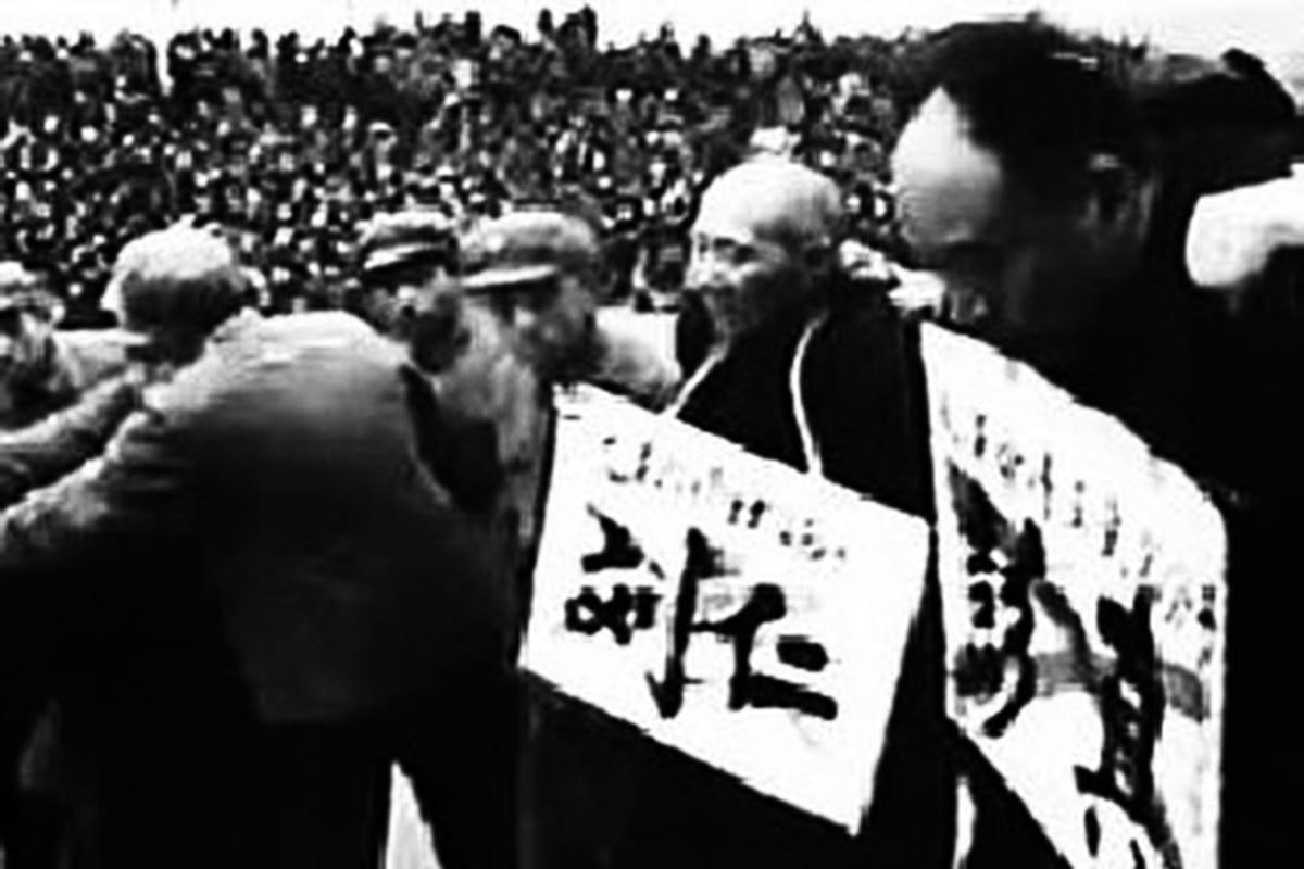 原北京市委第二書記劉仁與第一書記彭真在文革中挨批鬥。(網絡圖片)