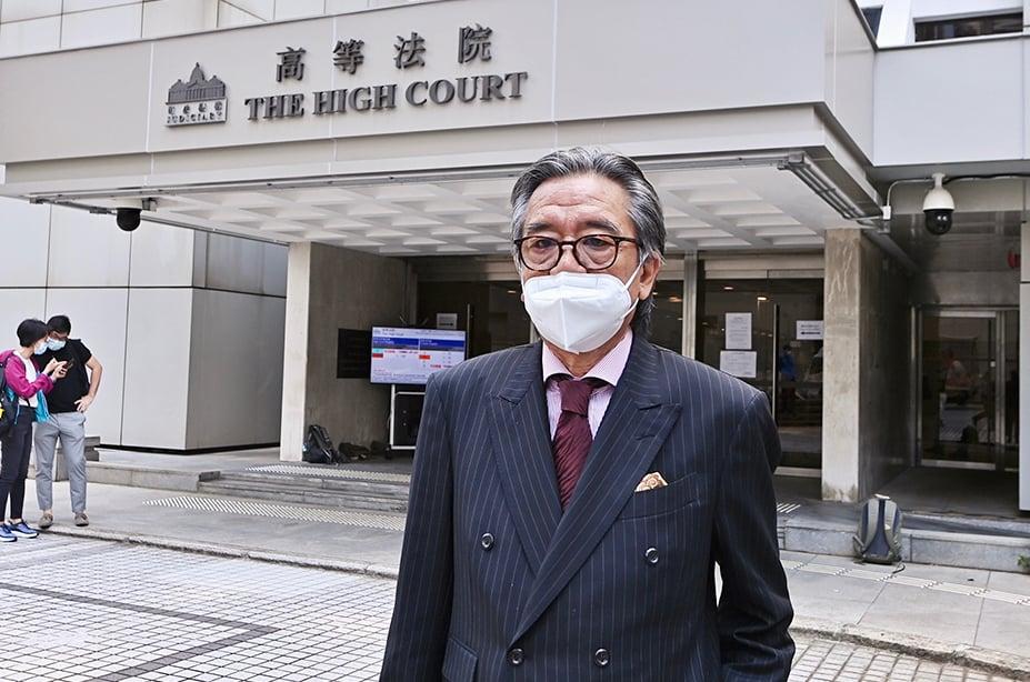 首名被控違反「港版國安法」兩條控罪的23歲青年,昨日由資深大律師駱應淦作代表,法官李運騰拒絕被告保釋申請。(宋碧龍/大紀元)