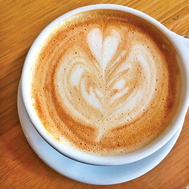 用燕麥奶打奶泡跟拉花比用牛奶的質感更好,風味獨特。