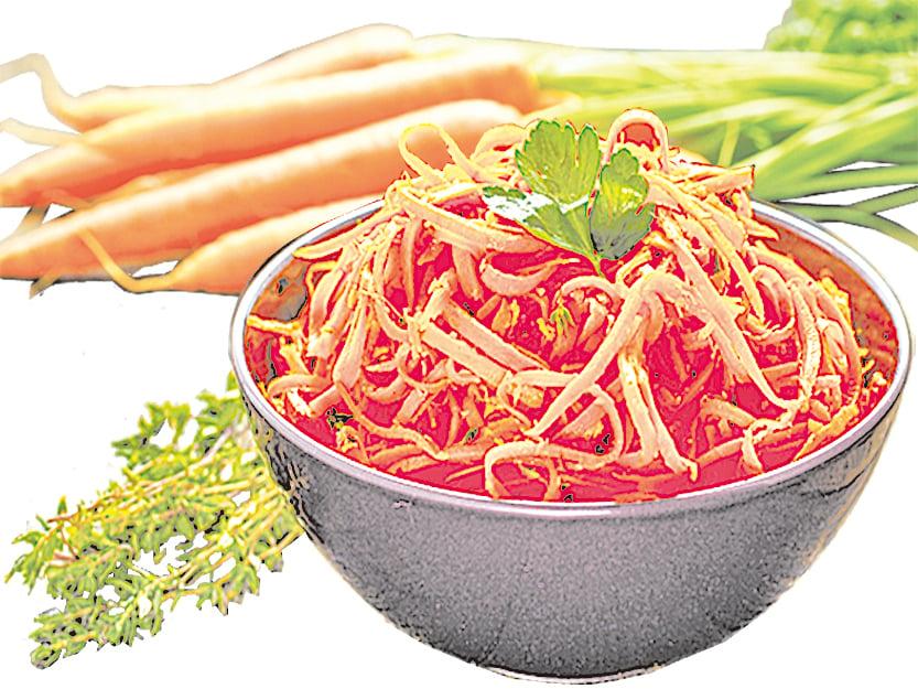 清爽可口且適合在夏季吃的紅蘿蔔絲沙律。