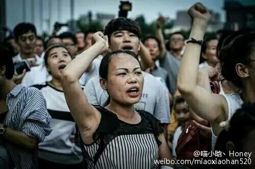 連續數日,江蘇連雲港市上萬民眾遊行示威,抗議官方擬建核廢料處理廠。(網路圖片)