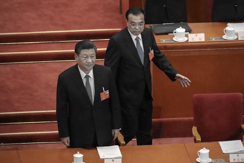 8月24日,習近平(左)罕見以個人名義開會,排除李克強(右)。圖為習李二人在北京大會堂。(Andrea Verdelli/Getty Images)