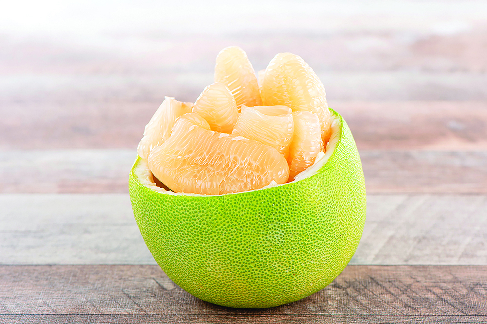 柚子不僅果肉好吃,柚子皮曬乾後還可以當天然蚊香使用。