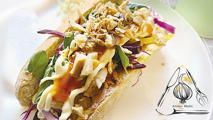 匈牙利肝醬滷肉雞絲法包三文治。(Kitchen Madlic提供)
