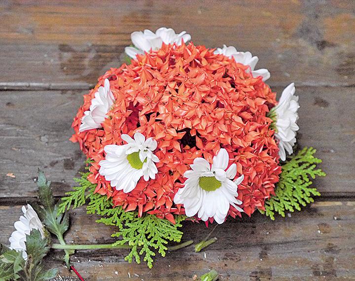 傳統客家盤花用於敬天祭祖的裝飾。(方金媛/大紀元)