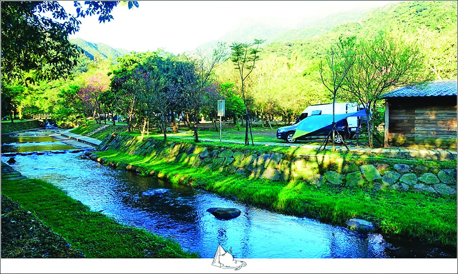 在河流邊的露營區露營,愜意又輕鬆!