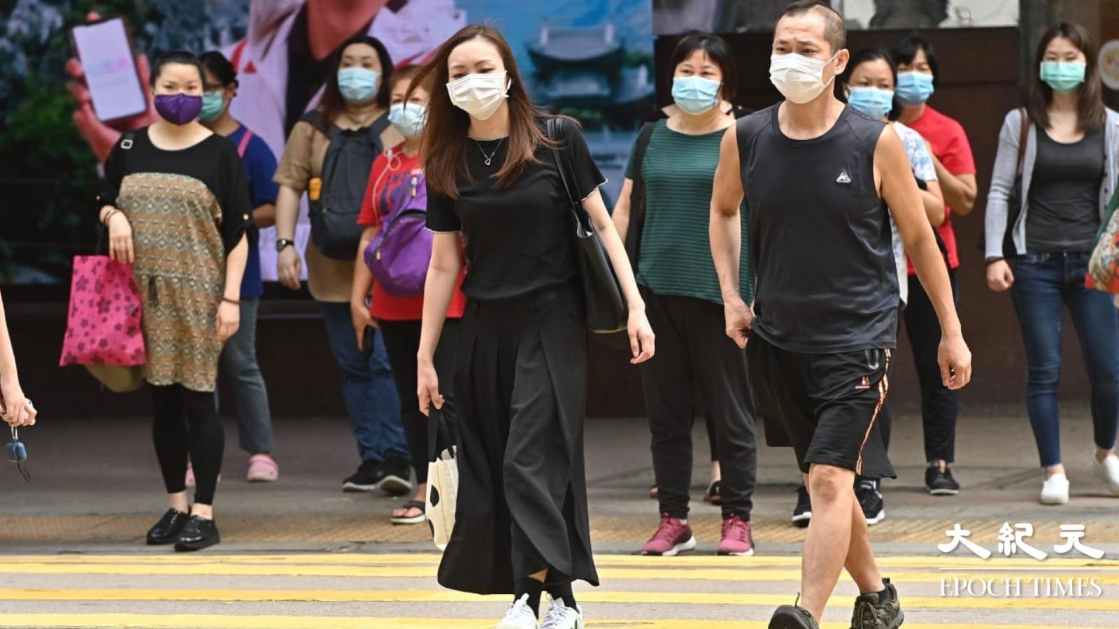 上班族紛紛穿黑衣作無聲抗議。 (宋碧龍/大紀元)