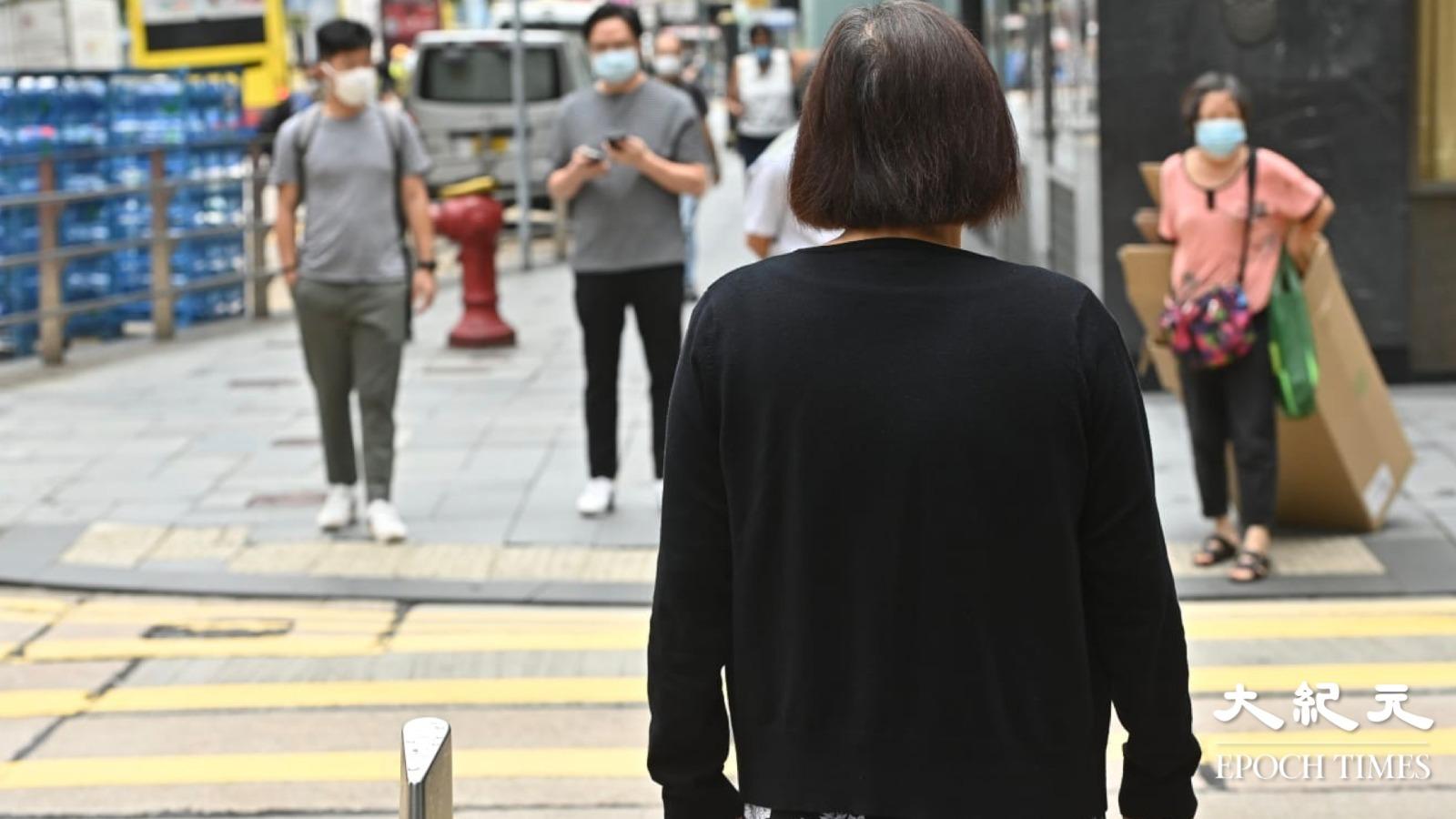 8月27日,有網民發起「良知守護真相、全城黑衣」行動,號召全城市民身著黑衣上街。(宋碧龍/大紀元)