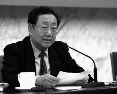 陳奎元是現任政治局常委劉雲山的蒙古幫鐵桿死黨。其子陳曉雨疑因捲入楊成林案已出逃境外。(資料圖片)