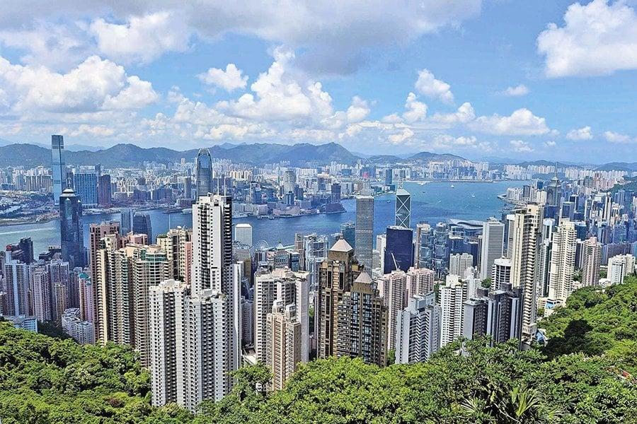 此前招標出售的美領館壽臣山宿舍,據悉將於本月底開標。圖為香港維多利亞港日景。(大紀元資料圖片)