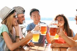 狂飲啤酒消暑解熱  營養師揭開背後的健康危機