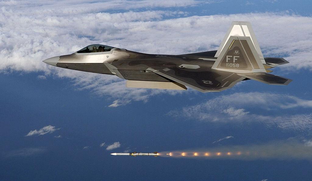 美國國防安全合作局8月26日宣佈,向日本出售32套用於裝備日本F-35戰鬥機的AIM-120「先進中程空對空導彈」(AMRAAM)。此前2020年7月9日,美國國務院表示,已同意軍售日本105架F-35係列戰鬥機。(公有領域)
